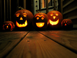 All_Hallow's_Eve_jack-o-lantern